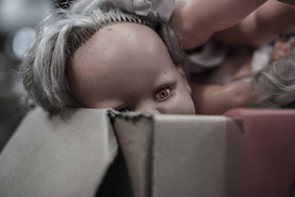 doll-eye-puppet-box-pexels