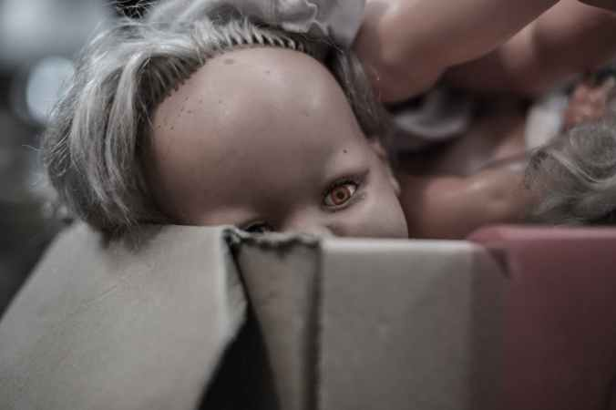 doll-eye-puppet-box-pexels